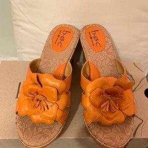 NWT Born Rosebay Wedge Sandals with flower 👡